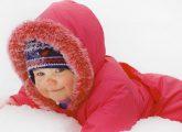 Cum imbraci copilul cand e frig de crapa pietrele